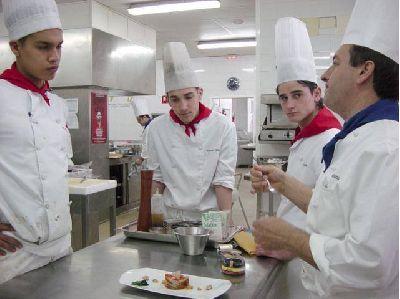 Ayudas a Escuelas de Hostelería para equipamiento, mobiliario o maquinaria